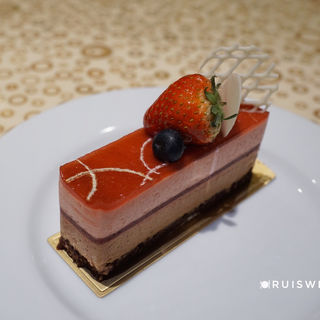苺とミルクチョコレートのムース(トスティーナ (tostina))