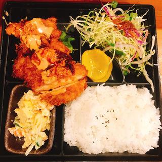 チキンカツ定食(食事処味川)