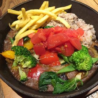 1日分の野菜の鉄板カレー(フミーズグリル 名古屋ゲートタワープラザ店)