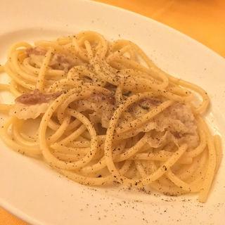 マンチーニ社のスパゲットーニ 自家製猪のラルドとローズマリーノのソース(ランテルナ・マジカ (TRATTORIA DELLA Lanterna Magica))