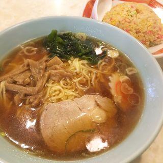 ラーメン半チャーハン(千成飯店 (センナリハンテン))