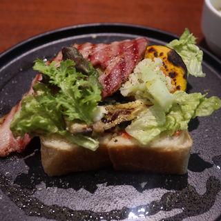 季節野菜のオープンサンド(タイム堂)