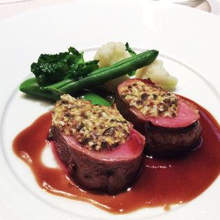 桜で燻した鴨胸肉のロースト ラヴィゴットソースと春野菜添え(レストラン・セン (Restaurant Sen))