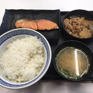 牛鮭定食ご飯大盛(吉野家 札幌狸小路店)