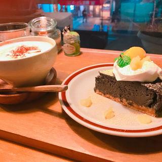 黒ごまのチーズケーキ(niji cafe (ニジ カフェ))
