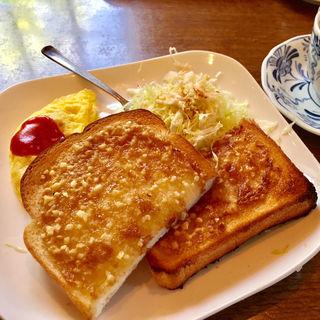 モーニングセット(アーモンドトースト+コーヒー)(カフェドムッシュ 姫路店 )