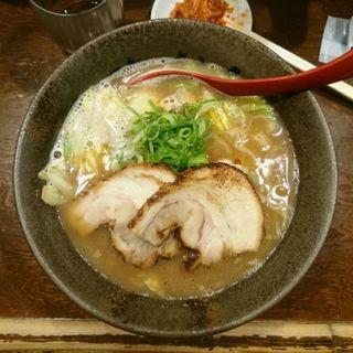 しょうゆ豚骨ラーメン(山神山人 岡本店 (さんじんさんじん))