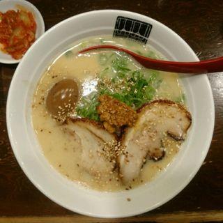 煮卵豚骨ラーメン(山神山人 岡本店 (さんじんさんじん))