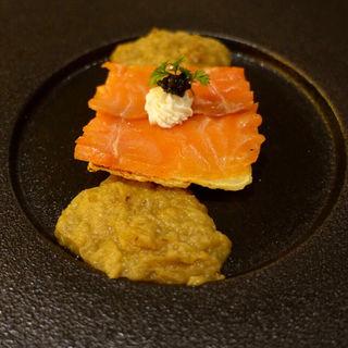 Tura特製スモークサーモンとキタアカリのトルタキャビア添え(Tura)