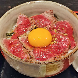 国産牛肉 和牛たたき丼と冷たいきつねぶっかけうどん(旬菜えむず)