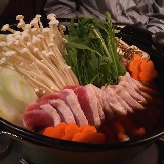 合鴨のすき焼き鍋(地鶏と個室 あきら 川崎本店)