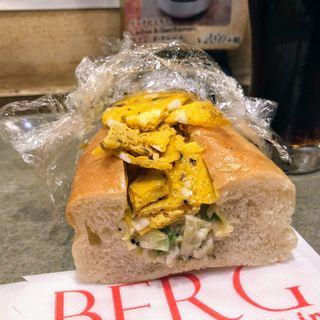 バインミー風ベジタブルエッグサンドハーフ(BERG (BEER&CAFE BERG))