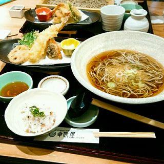 大海老天ぷらと温かい蕎麦(自家製二八蕎麦とお重 幸咲屋)