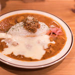 三種の鶏のチキンカレー+トロトロ溶かしチーズ(spiceスエヒロ (スパイススエヒロ))