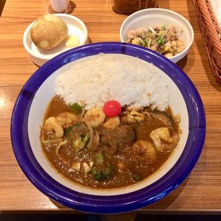 エビ+野菜カリー、インド豆のサラダ(エチオピアカリーキッチン 御茶ノ水ソラシティ店 )