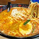 辛麺半熟煮卵のせ(元祖トマトラーメン 三味 キャナルシティ博多店)