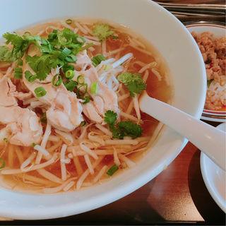 タイラーメン(米粉)(東銀座のタイランド食堂 ソイナナ )