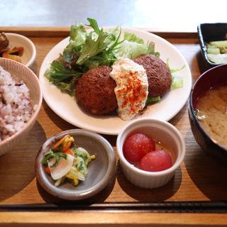豆腐ハンバーグプレート(ムモクテキカフェ (mumokuteki cafe))