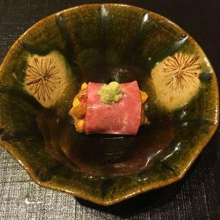 和牛クラシタの軽い炙り 北海道産 生雲丹巻き(おにく花柳)