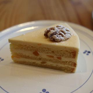 杏のバタークリームケーキ(カフェセルジュ )