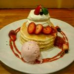 苺と塩生クリームのパンケーキ