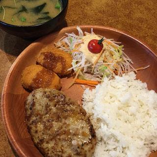 ハンバーグ&かに入りクリームコロッケ(びっくりドンキー豊橋藤沢店)