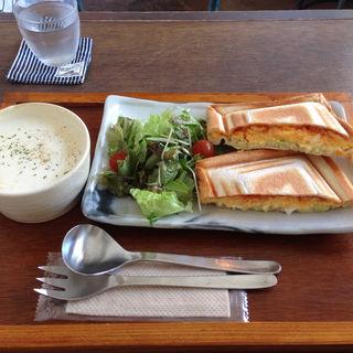 チーズオムレツサンド(knut (クヌート))