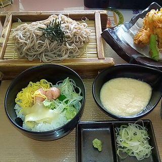 かき揚げ天ざる蕎麦とミニネギトロ丼(岩舟ゴルフ倶楽部レストラン )