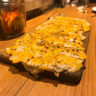 ミックスチーズ焼(鉄板バル SOURCE (ソース))
