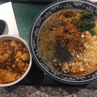 黒胡麻担々麺、半麻婆丼(香港食卓 大崎店 (ホンコンテーブル))
