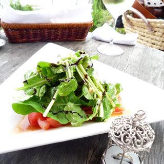 三浦産トマトとルッコラのサラダ(アマルフィイ デラ セーラ  )