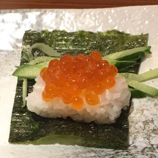 こぼれいくらの包み寿司(旨唐揚げと居酒メシ ミライザカ 天満橋店)