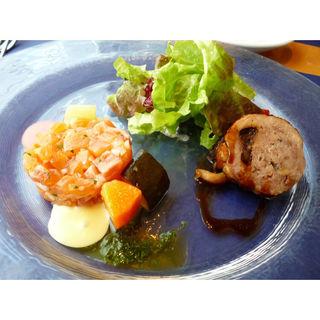 スモークサーモンのタルタル&鶉の詰物のロースト(ストラスヴァリウス)