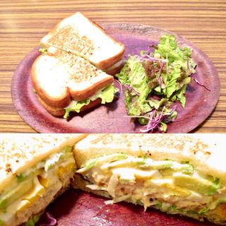 ゆで卵とアボガドのツナメルトサンド(ALOHANA cafe (アロハナ カフェ))