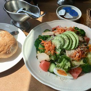 アボカドチキン シーザーサラダ(神戸洋食キッチン (コウベヨウショクキッチン))