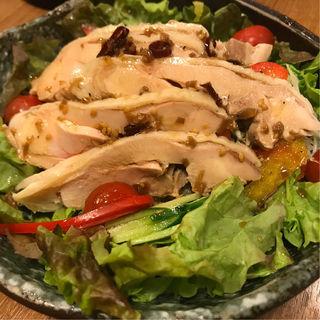 蒸し鶏の香味ソースがけサラダ