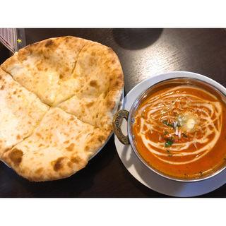 バターチキンマサラ、チーズナン(インドカレーレストランプルニマ 大村店 )