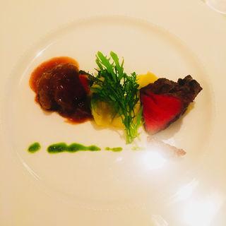 牛フィレ肉のポワレ  ポムデュセスと温野菜シャスールソース(ドゥ ミル (deuxmil))