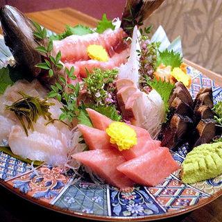本日の鮮魚盛合せ(名古屋コーチン専門居酒屋 尾張邸 人形町店 )