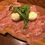 水牛のモッツァレラチーズとパルマ産生ハム