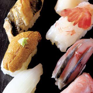 おまかせ「たしなみ」 (仕入れによってネタに変動あり)握り7貫(穴子、ウニ、白イカ、ホタテ、ボタンエビ、〆サバ、金目鯛)