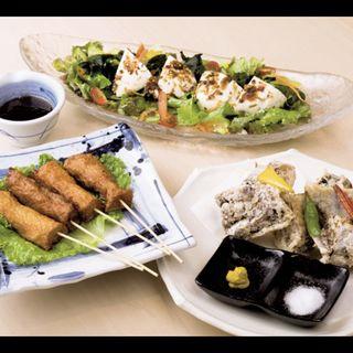 豆腐と野菜のサラダ マグロのかまの唐揚げ 串天4種盛り(きづなすし 西新宿店 )