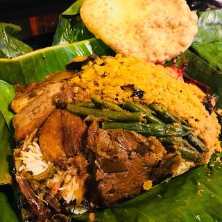 スリランカカレーのバナナリーフ包み(Apsara Restaurant & Bar)