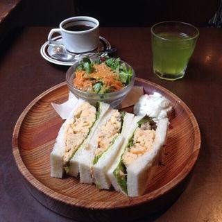 茶美豚と薩摩赤玉の玉子サンドウィッチ(伊右衛門サロン (IYEMON SALON KYOTO))