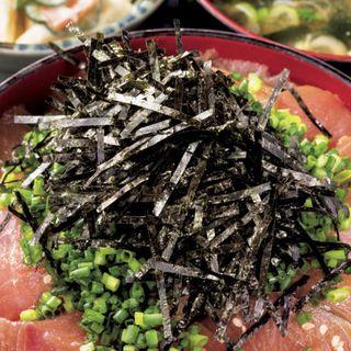天然ぶり丼(味噌汁、浅漬け、小鉢2品付き)(魚料理 のじま (さかなりょうりのじま))