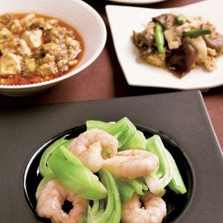 ランチセット 豚肉とキクラゲの辛子和え、ワカメと卵のスープ、麻婆豆腐、海老と青菜の塩味炒め、ザーサイ、ごはん(四川 (シセン))