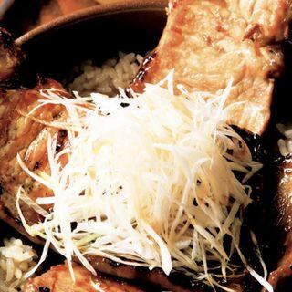 十勝産豚の網焼き豚丼(豚の網焼き4枚)(留萌マルシェ 品川イーストワンタワー店 (ルモイマルシェ))