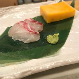 鯛のお刺身と名物玉子焼き おまかせコースの一品(みさき )