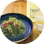 ネムチュア(発酵ソーセージ)のサラダ