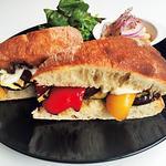 グリル野菜のマリネとチーズのサンドイッチ(トレエウーノ サンドイッチ (3&1 Sandwich))